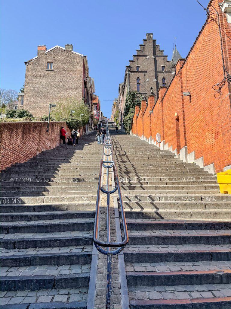 Montagne de Bueren escaleras Lieja